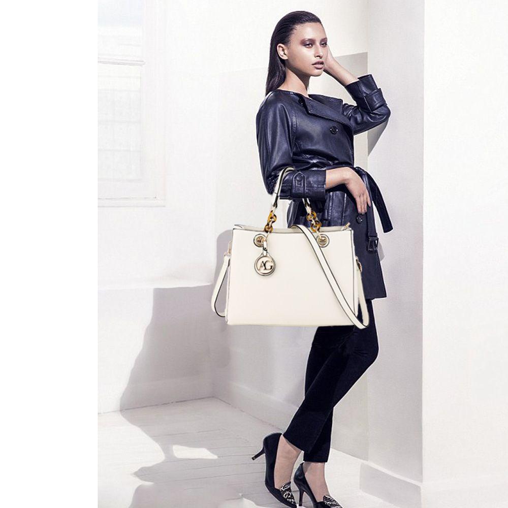 Ženska torbica Larisa, bela